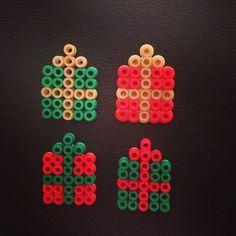 Christmas presents hama beads by vlijtigliezeke Perler Bead Templates, Pearler Bead Patterns, Christmas Perler Beads, Hama Beads Design, Peler Beads, Iron Beads, Melting Beads, Perler Bead Art, Fuse Beads