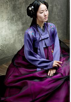 Hanbok Oriental Fashion, Ethnic Fashion, Oriental Style, Korean Traditional Dress, Traditional Dresses, South Korea Fashion, Korean Hanbok, Asian Love, Wedding Company