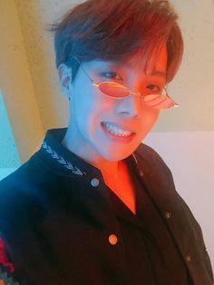 namjoon leaves his phone, THE kim taehyung finds it. Seokjin, Namjoon, Taehyung, Yoongi, Bts J Hope, J Hope Selca, Gwangju, Jimin, Bts Bangtan Boy