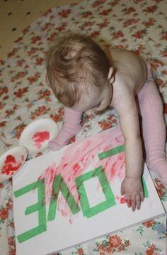 tape met schilderstape op een canvasdoekje/tekenblad  een woord. Laat je kindje verven en verwijder daarna de tape. Superleuk!