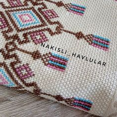 1 million+ Stunning Free Images to Use Anywhere Cross Stitch Art, Cross Stitch Patterns, Bordado Tipo Chicken Scratch, Palestinian Embroidery, Free To Use Images, Bargello, Crochet, Textiles, Knitting