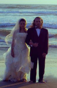 """NuFlick - Ocean Blues  """"Ocean Blues"""" es la opera prima del director Salomon Askenazi. La película cuenta la historia de Isabel y Xavier, quien en busca de amor y de metas diferentes, se encuentran cuando deciden trabajar juntos en una obra de teatro."""