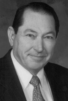 Jack Pulec (Nebraska 1932 🇺🇸 2003 Utah). Ha ejercido la Otologia en la clínica Mayo de Rochester y en Otologia Medical Group de Los Angeles y en su clínica particular Pulec Ear Clínica L.A. Uno de los grandes cirujanos neurootologicos, descompresión del nervio facial, cirugia del neurinoma e implantes cocleares.
