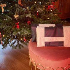Maryett sur Instagram: ✂️ Retour sur ces deux pochettes #cachôtin de @patrons_sacotin que j'ai cousues pour Noël. Elles sont très simples mais font leur effet ; on…