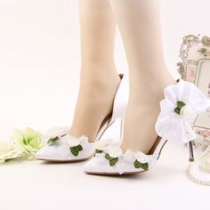 52.13$  Buy here - http://alimll.shopchina.info/1/go.php?t=32811318331 - 2017 Newest Designer Pointed Toe 9cm High Heels Green With White Lace Flower Pearl Decoration Stiletto Party Prom Bridal Wedding  #buyonlinewebsite