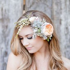 If you are going to wear a wedding flower crown you have to read our awesome tips from a wedding hair professional! Awesome flower/hair combo ideas too!