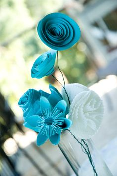 Papier Bouquet- different kinds of DIY paper flowers Handmade Flowers, Diy Flowers, Fabric Flowers, Paper Flowers, Flower Ideas, Pretty Flowers, Teal Flowers, Quilling Flowers, Origami Flowers