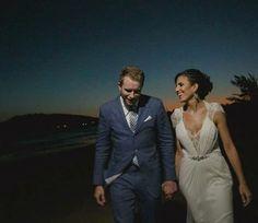 Casamento Cami e Dustin, muito além da inspiração, um incrível destination wedding em Búzios entre uma Brasileira e um Canadense. Quer saber tudo? Todos os fornecedores e muito mais na nossa página no Facebook. Segue la : Branco no altar 😍 #destinationwedding #casamento #casamentodedia #casamentonapraia #casamentoembuzios #noiva #noivo #brasileira #canadense #love #wedding #búzios #bride #bridedress #bride #vestidodenoiva #cabelodenoiva #noivo #praia #pordosol #casar #casamentorj #noivasrj…