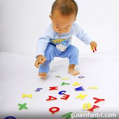 Entre las muchas actividades que podemos compartir con los niños, la enseñanza del abecedario es una de las más gratificantes para padres e hijos. Ayude a tu hijo a conocer cada letra y relacionarlas con los sonidos del lenguaje hablado, a través del juego. Guiainfantil propone algunas ideas de juegos para que los niños puedan aprender las letras del alfabeto.    googletag.cmd.push(function() { var slot_1 = googletag.defineSlot('/1009813&#...