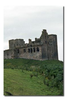 ENGLISH or HISTORY - (lovely site on castles for Medieval History or Literature background)