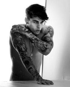 IΩK. Damn! Garotos descolados, model, male, man, homen, modelo, tattooed, tattoo, inked, boy, master, king. Seguiam @GarotosDescolados no instagram para mais!