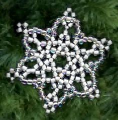 Sandra D Halpenny - Free Bead Patterns and Ideas : Snowflake Ornament - Free Pattern Easy Christmas Ornaments, Homemade Ornaments, Snowflake Ornaments, Beaded Ornaments, Snowflakes, Beaded Snowflake, Christmas Crafts, Christmas Patterns, Snowflake Pattern