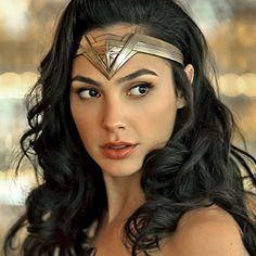 Wonder Woman Kunst, Wonder Woman Art, Wonder Woman Comic, Gal Gadot Wonder Woman, Wonder Woman Cosplay, Wonder Women, Marvel Dc, Gal Gadot Images, Gal Gadot Style