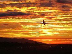 Saliendo del Aeropuerto Juan Santamaría en Alajuela Costa Rica Costa Rica, Peninsula Papagayo, Pacific Coast, Beautiful Sunset, Ciel, Sunsets, Country, Airplanes, Amazing