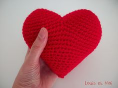 Louis et Moi (cosen y hacen crochet): Corazón de amigurumi Crochet Birds, Diy Crochet, Crochet Hearts, Baby Blanket Crochet, Crochet Baby, Yarn Organization, Knitted Heart, Fabric Yarn, Valentine Decorations