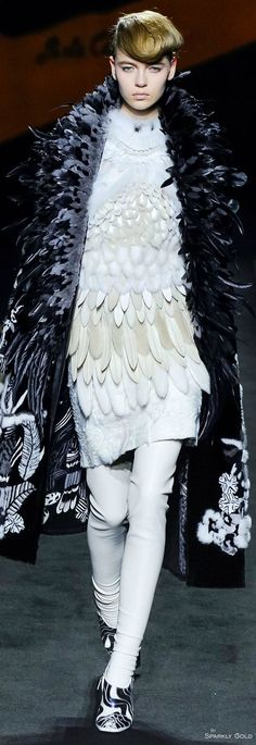 Fendi Fall 2015 Couture Fashion Show - Katya Ledneva (Women) Fur Fashion, Fashion Week, Fashion Details, Love Fashion, High Fashion, Fashion Show, Fashion Design, Fashion 2015, Haute Couture Looks