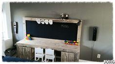 Kinderspeeltafel met krijtbord van oud of nieuw steigerhout (voorraad)
