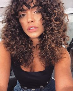 Curly hair with bangs, curly haircuts, curly girl hairstyles, curly hairstyles … Curly Hair With Bangs, Curly Hair Tips, Short Curly Hair, Curly Girl, Hair Dos, Curly Hair Styles, Natural Hair Styles, Cute Curly Hairstyles, Hairstyles With Bangs