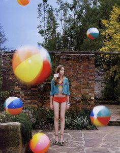 Beach ball photo-shoot. Teen Photo Shoots, Summer Editorial, Beach Shoot, Beach Ball, Photoshoot Inspiration, Still Life Photography, Big And Beautiful, Poses, Photo Style