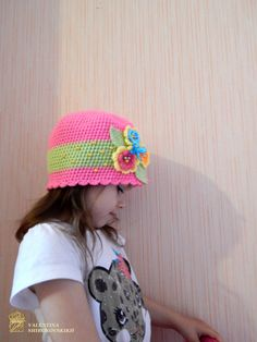 Looking for a cheerful and bright hat? This toddler crochet hat is sure to please! I have hand crocheted it in hot pink with soft yarn. The flowers multicolor is securely attached. This newsboy is excellent for gifting, bringing to your childs photo session, or just to brighten up her wardrobe! Note: Colours may vary slightly due to difference in monitors.  Sizing Chart. All measurements are approximate. 18M - 2 Years: 18 - 20 3-4 Years: 19 - 20  Ready to ship…