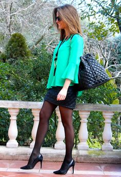 Fashion and Style Blog / Blog de Moda . Post: Sales : The date of Oh My Looks runway / La fecha del desfile Oh My Looks .More pictures on/ Más fotos en : http://www.ohmylooks.com/?p=26501 .Llevo/I wear: Blouse / Blusa : Oh My Looks Shop (info@ohmylooks.com) ; Skirt / Falda : Zara (old) ; Bag / Bolso : Carolina Herrera ; Shoes / Zapatos : Pilar Burgos