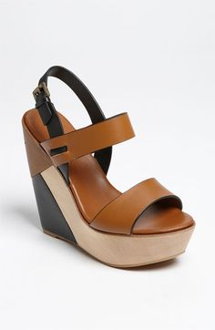 Cute wedges, I like that it has 2 colors in it