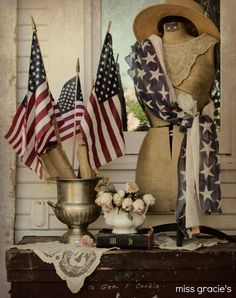 The sisterhood never misses a of July Parade. Gorgeous patriotic porch display - shared at the Knick of Time Tuesday Vintage Style Party Fourth Of July Decor, 4th Of July Decorations, July 4th, Outdoor Decorations, Cath Kidston, Doodle, The Knick, Happy Birthday America, Old Glory