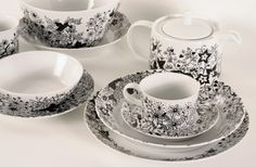 Queensberry Hunt, Bohemian Botanic Ceramics | Johanna Basford    http://fineart101.com/2013/03/illustration-guru-johanna-basford/
