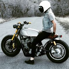 @bangmoto This girl @rebecka_white making this bike look real good. @griftercompanyusa @biltwell #bangmoto #banggang #utah #xj750 #motorcycle #caferacer #motorsports #megadeluxe #tw // Instagram:@caferacerturkiye