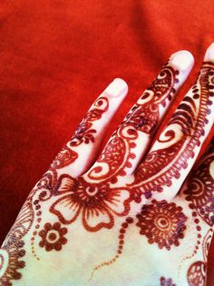 Henna design by Henna Rouge: www.facebook.com/groups/hennarouge