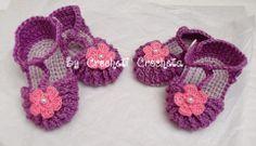 Sandales en coton parme et fleur rose perlée au crochet, by Crocheti Crocheta