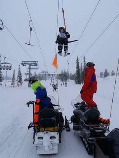 Uh oh. -- Find articles on adventure travel, outdoor pursuits, and extreme sports Skiing Memes, Skiing Quotes, Alpine Skiing, Snow Skiing, Ski Ski, Epic Fail Pictures, Funny Pictures, Sports Fails, Ski Racing