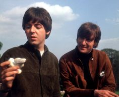 Paul McCartney and John Lennon at Cliveden House in Buckinghamshire, during a break in the filming of 'Help!', May 1965. (Photo by Robert Whitaker/Getty Images)