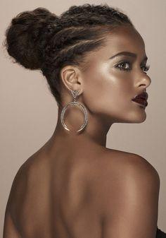 Thainá Duarte penteados para cabelos cacheados