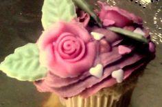 Cupcake de canela con buttercream de cereza