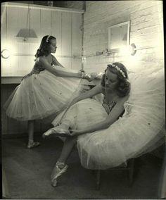 Nina Leen - Teenage Twins. Tulsa, 1947. S)