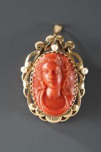 Broche-pendentif or et camée corail - Atena faubourg St Honoré Paris