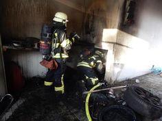 Auf www.schwaebische.de Feuerwehr bei Starkregen im Einsatz Feuerwehrleute kommen bei 15-Stunden-Einsatz an ihre Grenzen