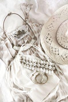 TatiTati Style ✤ all white boho Hippie Style, Mode Hippie, Ethno Style, Hippie Bohemian, Gypsy Style, Boho Gypsy, Bohemian Style, My Style, Ibiza Style