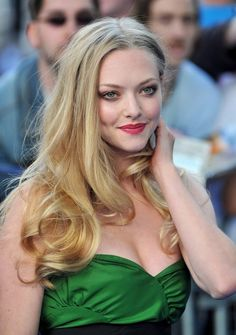 Amanda Seyfried style is beautiful. She wore a green mini dress. By the way, Amanda Seyfried decollete dress is a cute idea for evening dresses. Amanda Seyfried Bikini, Amanda Seyfried Photos, Amanda Seyfried Hair, Lily Cole, Beautiful Celebrities, Gorgeous Women, Hollywood Actresses, Actors & Actresses, Amanda Seifried