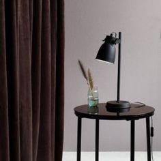Inspirasjon bordlamper « Helgevold Gruppen Nordic Interior, Interior Styling, Led Lampe, Desk Lamp, Table Lamps, Scandinavian Style, Outdoor Lighting, Industrial Design, New Homes