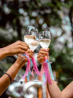 Birthday party #cheers #birthday #goodtimes #gardenparty #gardenpartydecor #gardenpartydecorations #partydecor #birthdaypartydecor Garden Party Decorations, Birthday Party Decorations, Birthday Parties, White Wine, Good Times, Alcoholic Drinks, Glass, Cheers, Ale