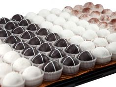 Specifically designed to allow for buffet style access or roaming around the office on a cart, our cake ball catering trays are the easiest way to get your catering needs handled.    Discounts are available at the following quantities:    1 Tray	$169.95    2 Trays	$159.95 / Tray    3+ Trays	$149.95 / Tray