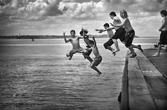Google Image Result for http://media02.hongkiat.com/black-white-photo-water/Boys-in-Whitstable-Town.jpg