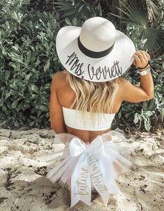 Must-Haves for a Beach Bachelorette Party - photo idea - - Dream Wedding Ideas Bachelorette Outfits, Beach Bachelorette, Bachlorette Party, Bachelorette Party Games, Wedding Goals, Dream Wedding, Wedding Ideas, Wedding Blue, Wedding Photos
