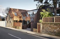 Set within the Kew Green Conservation area of south-west London, this four bedroom family house is formed of two prefabricated weathering steel volumes inser...