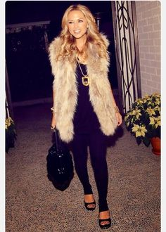 My style icon is Rachel Zoe. I love this look, but would never wear real fur. Rachel Zoe, Zoe Zoe, Style Work, Mode Style, Fall Winter Outfits, Autumn Winter Fashion, Look Fashion, Womens Fashion, Fashion Idol