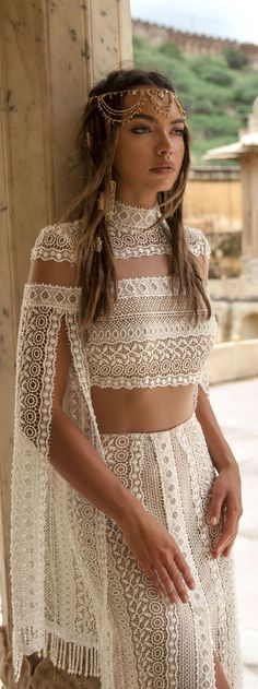 Unique Ideas about Nontraditional Wedding Dress. 16 Unique Ideas about Nontraditional Wedding Dress - An absolutely beautiful knitted boho wedding Unique Ideas about Nontraditional Wedding Dress - An absolutely beautiful knitted boho wedding dress Mode Hippie, Bohemian Mode, Bohemian Style, Boho Chic, Bohemian Gypsy, Hippie Chic, Bohemian Hair, Bohemian Outfit, Bohemian White Dress