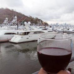 Mi doctor me dijo que una copa de vino al año no hace daño asi que vamos.  Feliz Tardes .  ======================================== #panama #photo #sunset #picoftheday #pictures #traveling #travelingram #photooftheday #picoftheday #instalike #instagood #instadaily  #winelover #panama