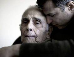 Non conta quanti anni abbiano... Di loro non si può mai fare a meno e mai si vorrebbe perderli.                Loro sono il nostro inizio, senza il loro amore                                             non ci sarebbe la nostra storia. E allora amiamoli e rispettiamoli sempre. La vita ahimè non è eterna ma il legame che ci unisce a loro...si.  Poesia di Francesca Barbari -tutti i diritti sono riservati all'autrice- ©